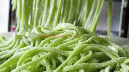 Membuat Mie Hijau dari Sayuran